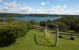 Można wypocząć w hamaku podziwiając panoramę Jeziora Hańcza u państwa Marcinkiewiczów w Mierkiniach