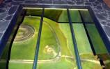 Makieta zbocza Góry Zamkowej w szklanej podłodze