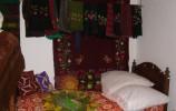 Stara Plebania, dawne łoże małżeńskie z narzutami